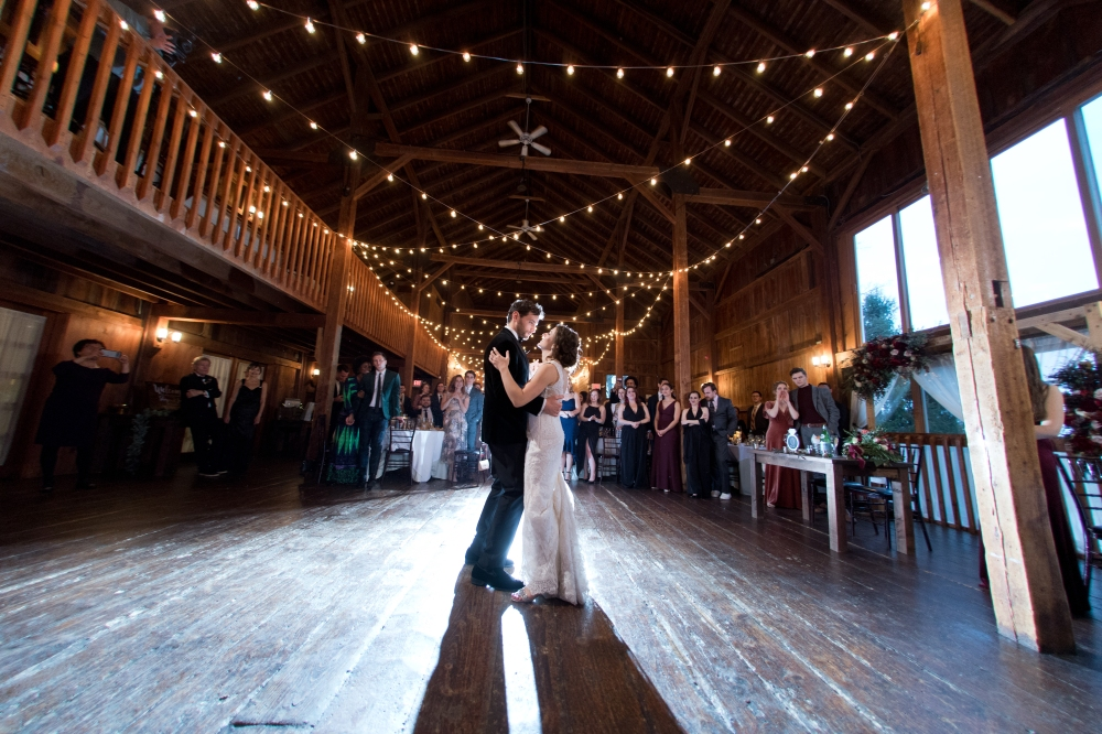 Barns_at_wesleyan_Hills_wedding_images
